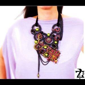 "Neck accessory ""olive garden"""